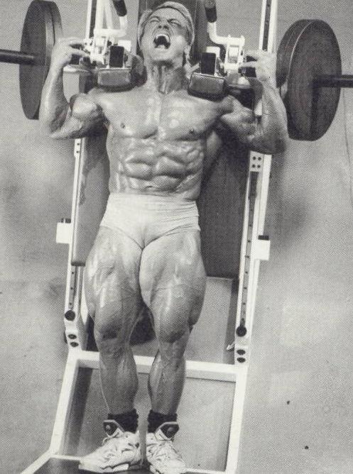 TOM-PLATZ-hack-squats-leg-quads-training-bodybuilding